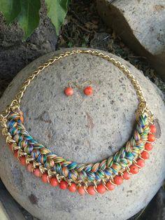 Collar trenza hilos y piedras naranjas