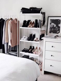 The Best Open Closet Inspiration To Keep Your Wardrobe Super-Organized. The Best Open Closet Inspiration To Keep Your Wardrobe Super-Organized. Small Room Bedroom, Closet Bedroom, Trendy Bedroom, Girls Bedroom, Bedroom Decor, Bedroom Ideas, Small Bedrooms, Bedroom Bed, Warm Bedroom