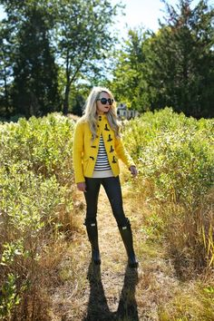 Like: duffle coat, breton top, jeans and boots (Atlantic-Pacific: this outfit with that red duffel coat I'm still searching for) Fall Winter Outfits, Autumn Winter Fashion, Warm Autumn, Spring Fashion, Looks Style, My Style, Oversized Sweater Outfit, Yellow Coat, Atlantic Pacific