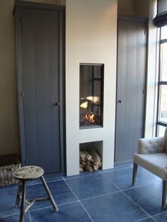 gashaard mooi. Cedante.nl. Very cool fireplace, I love the grey cupboards either side of it and the slate tiles.