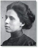 Jovita Idár (1885–1946) reported discrimination against Mexican children & the lynchings of Mexicans by Texas Rangers for her father's newspaper, LaCronica. In 1911, she co-founded La LigaFemenil Mexicanista, who formed free schools for Mexican children & provided necessities for the poor. During the Mexican Revolution, Idár organized La Cruz Blanc to nurse the wounded on both sides.