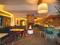 Neue Hotelbar mit Wintergarten und offenem Kamin.