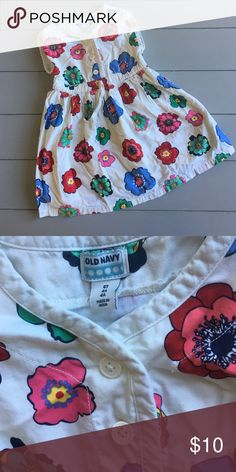 4T floral dress Like new, worn a few times only(wrinkled because it's been in storage, but will be washed before shipping out) White floral Old Navy dress! Has three buttons up front and a cute drawstring detail, cinched at waist. Super cute and has a lining underneath. Old Navy Dresses Casual