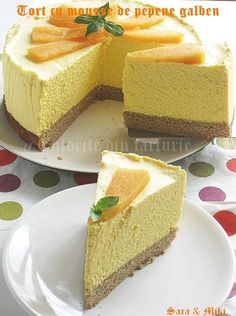 Melon mousse cake ~ colors of plate No Cook Desserts, Sweets Recipes, Delicious Desserts, Cake Recipes, Snack Recipes, Yummy Food, Dessert Drinks, Dessert Bars, Pie Co