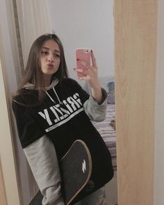 You are in the right place about skater girl outfits crop tops Here we offer you the most beautiful Tomboy Outfits, Teenage Outfits, Mode Outfits, Retro Outfits, Grunge Outfits, Trendy Outfits, Vintage Outfits, Layering Outfits, Outfit Jeans