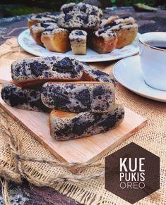 Resep kue pukis enak Instagram/@numpangsaveresep.id @berbururesep My Recipes, Cake Recipes, Dessert Recipes, Cooking Recipes, Indonesian Desserts, Resep Cake, Bread Starter, Pastry Shop, Cake Cookies