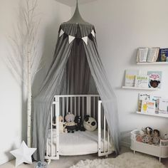 The perfect place for sweet dreams @lovealw's little girl's room featuring our Stokke Sleepi Crib/Bed + Junior Extension Kit. Learn more about this 4-in-1 expandable crib/bed