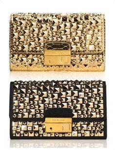 Altın trendine siz de uyun. Markanın altın detaylı çanta modelleri...