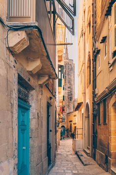 This quick food guide to Valletta & Malta helps you to navigate through the many cafes and restaurants on this beautiful island in the Mediterranean Sea Malta Restaurant, Instagram Worthy, Mediterranean Sea, City Streets, Beautiful Islands, Quick Meals, Cities, Black White, Live