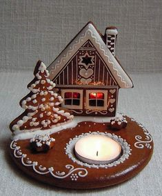 Let these sweet snacks decorate your Christmas table, ant it will be very popular! Gingerbread House Designs, Gingerbread Decorations, Christmas Gingerbread House, Noel Christmas, Winter Christmas, Gingerbread Cookies, Christmas Decorations, Gingerbread Houses, Christmas Biscuits
