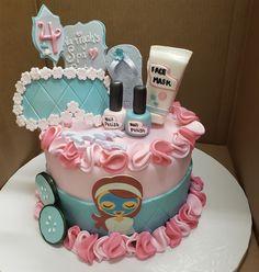 Spa Sleepover Party, Birthday Sleepover Ideas, Spa Day Party, Kids Spa Party, Spa Birthday Parties, Pamper Party, Bachelorette Parties, Spa Party Cakes, Spa Cake