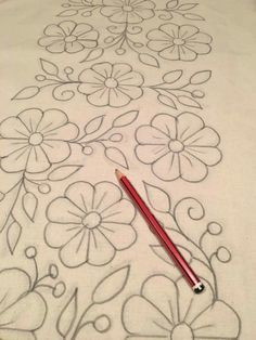 Flores drawing Bordado Bordado livre and - Whirl Tutorial and Ideas Mexican Embroidery, Hand Embroidery Patterns, Ribbon Embroidery, Beaded Embroidery, Cross Stitch Embroidery, Mexican Flowers, Fabric Painting, Painting Burlap, Flower Patterns