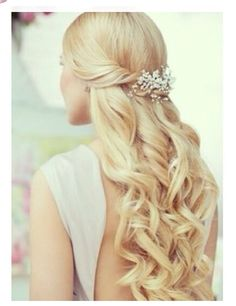 Wedding hair style idea! This hair style is a very simple, yet elegant to wear at your wedding.