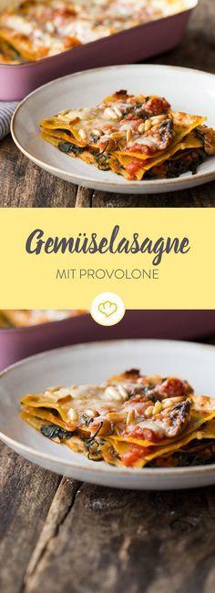 Eine klassisch mediterrane Gemüselasagne - mit Pilzen, Zucchini, Spinat und dem pikanten Geschmack von Provolone.