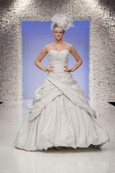 obsessed with this dress. Ian Stuart, Wedding Dresses Second Marriage, Bridal Gowns, Wedding Gowns, Stunning Wedding Dresses, Wedding Styles, Wedding Ideas, Yes To The Dress, Costume Dress