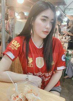Liverpool Girls, Liverpool Kit, Football Girls, Football Fans, Club World Cup, Beautiful Athletes, Fifa, Soccer, Beautiful Women