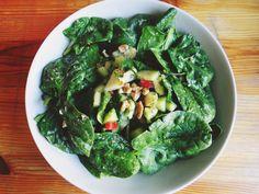 Sałatka ze szpinakiem – Surowy Stan