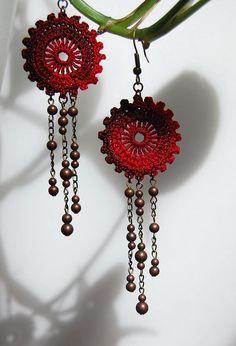 Ruffled Circles with 3 Strands – Handwerk und Basteln Crochet Jewelry Patterns, Crochet Earrings Pattern, Crochet Bracelet, Crochet Accessories, Textile Jewelry, Fabric Jewelry, Jewellery, Crochet Crafts, Crochet Projects