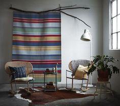 RAVNSÖ Vloerkleed   #IKEA #IKEAnl #nieuw #vloerkleed #tapijt #handgemaakt #handgeweven #kleurrijk #kleur #geel #blauw #rood #India #weven
