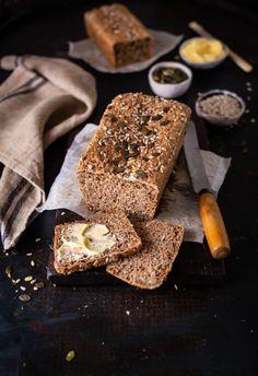 A perfect & easy whole wheat bread recipe Wheat Bread Recipe, Tasty Bread Recipe, Loaf Recipes, Baking Recipes, Pate Recipes, Brunch Recipes, Healthy Recipes, Salsa, Seed Bread
