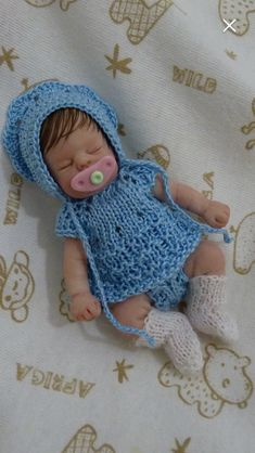 Miniature Dolls, Baby Dolls, Barbie, Crochet Hats, Miniatures, Doll Clothes, Pretty, Knitting Hats, Reborn Dolls