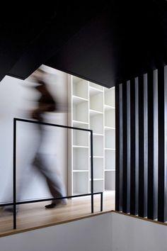 Houses over the Ria de Aveiro by RVDM arquitectos Parisian Architecture, Contemporary Architecture, Architecture Details, Interior Architecture, Modern Interior, Interior And Exterior, Interior Design, Stair Handrail, Interior Stairs