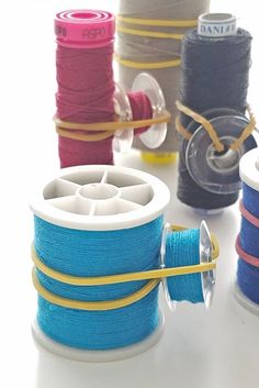 Looking for inspiring ideas for thread and bobbin storage? Organizing spools & bobbins doesn't have to cost you a thing with these cool bobbin storage ideas Sewing Hacks, Sewing Tutorials, Sewing Crafts, Sewing Patterns, Sewing Tips, Techniques Couture, Sewing Techniques, Bobbin Storage, Thread Storage