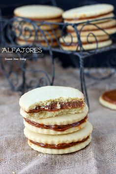 Alfajores, also known as dulce de leche sandwich cookies, are traditional shortbread cookies with a dulce de leche filling. Recipe from Dessert Dessert Köstliche Desserts, Delicious Desserts, Dessert Recipes, Yummy Food, Dessert Healthy, Cookies Receta, Shortbread Cookies, Yummy Treats, Sweet Treats