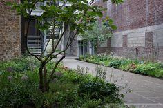 5 Culture Chanel Exhibit, The Garden // The Palais de Tokyo, Paris // Designer: Piet Oudolf // Images: 2013 Adam Woodruff + Associates Paris Design, Plant Design, Urban Landscape, Small Gardens, Shade Garden, Landscape Architecture, Garden Landscaping, Outdoor Structures, Culture