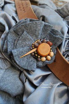 """Купить Брошь """"Аллегория"""". - флис, фетр, деревянные бусины, аллегория, серый, ткань, натуральное дерево"""