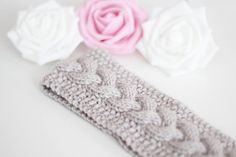 Pannebånd med flette | Christal - Mamma Christina Knitting Projects, Diy And Crafts, Diy Projects, Wool, Inspiration, Tricot, Threading, Asylum, Biblical Inspiration