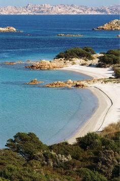 isola di Budelli in Sardegna: la meraviglia della spiaggia rosa ...