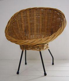 VG082 - Small rattan chair, reminding Pierre Guariche design