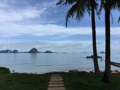 Phulay Bay in Krabi, Thailand Read the whole blogpost on www.elisabethklio.com #krabi #thailand #infinitypool #luxury #luxuryhotel #luxurytravel #phulaybay #hotel Krabi Thailand, Luxury Travel, Sunset, Beach, Water, Outdoor, Destinations, Traveling, Sunsets