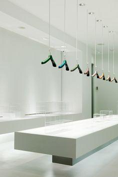 ♂ Minimalist commercial space design interior TONERICO:INC.