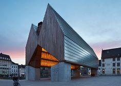 ベルギーの設計事務所Robbrecht en Daem とMarie-José Van Heeデザインによるゲント市に位置する市場ホールは、2013年ミース·ファン·デル·ローエ賞の5ファイナリストに選ばれた。