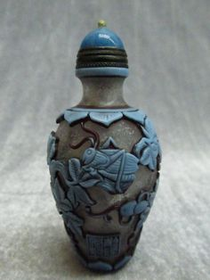 Chinese Peking Glass Carved Katydid Gourd Pattern Snuff Bottle