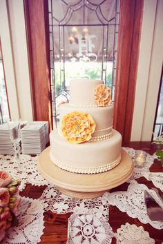 Style Me Pretty | GALLERY & INSPIRATION | CATEGORY: CAKES | PHOTO: 285193
