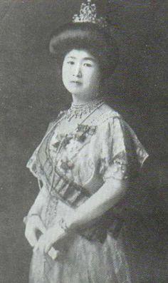 閑院宮載仁親王妃智恵子(かんいんのみやことひとしんのうひちえこ)殿下 Her Imperial Highness Princess Kan'in Chieko of Japan (1972-1947) née Sanjō Chieko