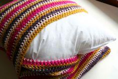 DIY - Geometric Crochet Pillow Brilliant idea for pillow covers! ❥Teresa Restegui http://www.pinterest.com/teretegui/❥