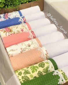 You are in the right place about decorative towel rack Here we offer you the most beautiful pictures Dish Towels, Tea Towels, Fridge Handle Covers, Sewing Projects, Diy Projects, Fabric Placemats, Decorative Towels, Crochet Borders, Christmas Sewing