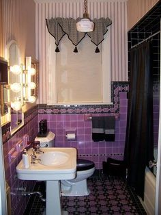 This bathroom is amazing. I love the purple tile. Decor, Retro Bathrooms, Vintage Bathrooms, Art Deco Bathroom, Black Tile Bathrooms, Purple Bathrooms, Bathroom Interior, Bathroom Decor, Beautiful Bathrooms