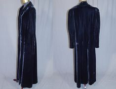 Vintage Emery Bird Thayer Co Black Velvet Long Evening Jacket Opera Coat This beautiful black long floor length evening jacket opera coat has a fold over collar with open front, broad shoulder padding, gathered shoulders with long tapered sleeves, fitted cuffs, a single velvet covered button closure at the waist and is fully lined.