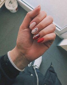 Best Valentine Day Nails Ideas & Heart Nail Art Design - isishweshwe in 2020 Heart Nail Art, Heart Nails, Rose Nail Art, Gel Nail Art, Nail Polish, Minimalist Nails, Minimalist Chic, Minimalist Design, Manicure Natural