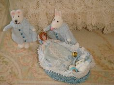 ♡ ♡  Dollhouse baby basket with doll and por ANABELAMINIATURES en Etsy