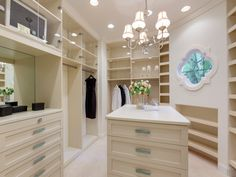 Tyra Banks selling Spanish Colonial house in Beverly Hills - love the closet. Note trim at roof. Spanish Colonial Homes, Colonial Style Homes, Beverly Hills Mansion, Luxury Homes Dream Houses, Tyra Banks, Los Angeles Homes, Dream Closets, Celebrity Houses, Celebrity Style