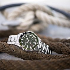 The Khaki Navy Scuba Auto, available in a variety of colorful dial and strap options, is guaranteed to make a splash. Its precise Swiss-made movement keeps time at the beach or in the ocean, and its eye-catching design adds a fresh, nautical look to any style.