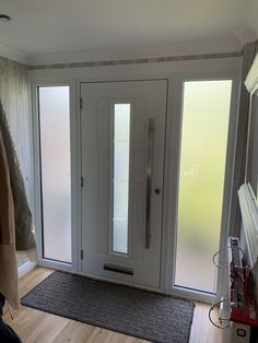 Internal shot of the Rockdoor Vermont Continuity and square bar handle. Rockdoor Ltd Front Doors With Windows, House With Porch, Porch Designs Uk, Front Doors Uk, Best Front Doors, Composite Front Doors Uk, Oak Front Door, House Extension Design, Front Porch Design