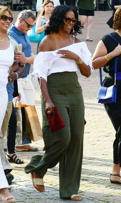 Michelle Obama Fashion, Michelle And Barack Obama, Malia Obama, Celebrity Style Casual, Celebrity Style Inspiration, Vacation Outfits, Vacation Wear, Italy Vacation, Colors