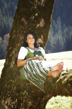 Grünes Herz Steiermark #Österreich #Steiermark #Austria Traditional Outfits, Austria, Relax, Content, Celebrities, Heart, Celebs, Foreign Celebrities, Celebrity